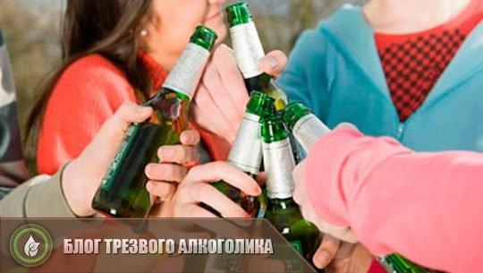 Подросток пьет